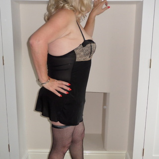 I am an expert is teasing and pleasing and totally satisfying the person I am with.Oral sex is my speciality in person or on the phone, try me you won't be disappointed