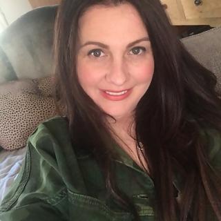 Emmieleigh: 35, Caucasian, A little extra